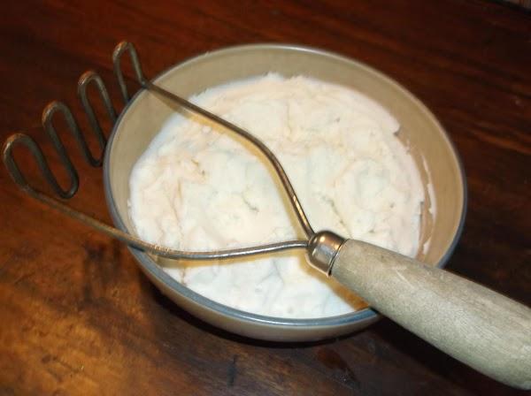 MASHED POTATOES: 7-8 medium idaho or russet potatoes, peeled water to cover 1 tsp salt 6 Tbsp salted...