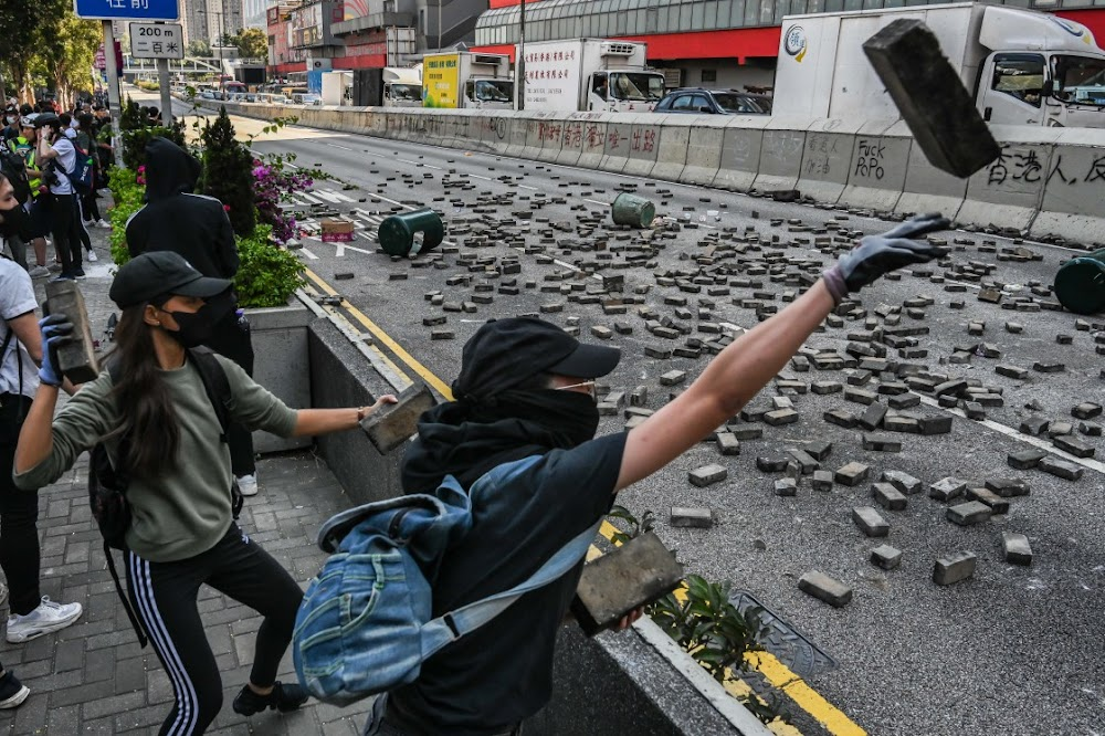 Hong Kong protests rage on, this time in daylight hours