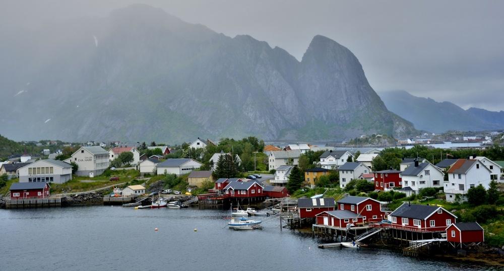 Un pequeño pueblo de pescadores en Lofoten. Como aquí, no pasa nada, pero lo que es una belleza!