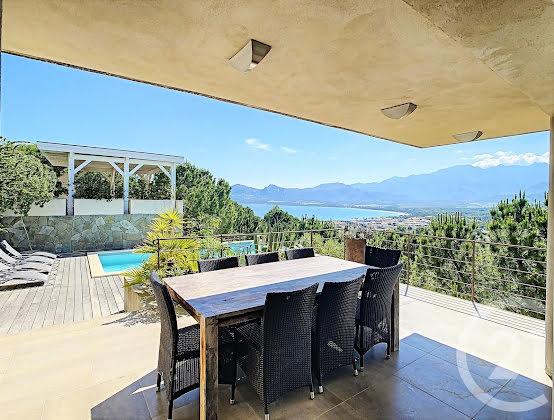 Vente villa 6 pièces 189,67 m2