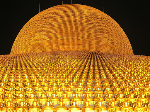 Dhammakaya-Pagoda - The Dhammakaya Pagoda at Wat Phra Dhammakaya. Just north of Bangkok, it's the world's biggest Buddhist temple.