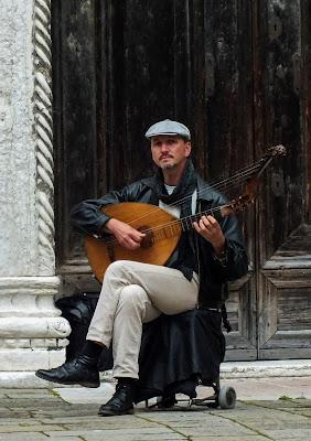 Il musicista di strada di Giò Volpi
