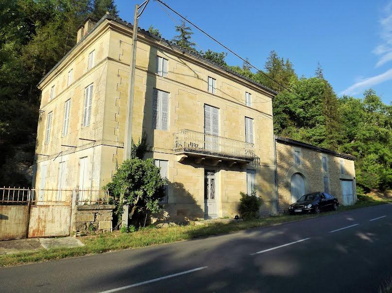 Vente maison  395 m² à Beaumont-du-Périgord (24440), 189 000 €