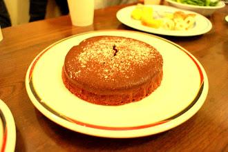 写真: 10時をまわってケーキ出てきました!定番で みんな大好きスゲー美味しかったガトーショコラ