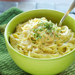 Crockpot Creamy Cheesy Chicken Spaghetti