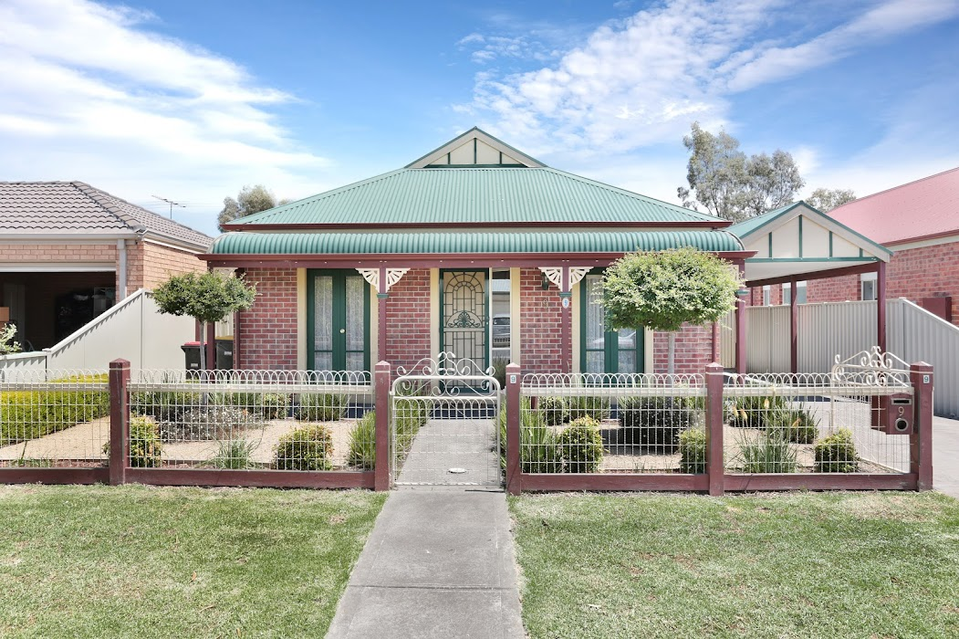 Main photo of property at 9 Otway Green, Caroline Springs 3023