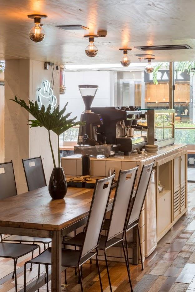Thiết kế shop thời trang kết hợp quán cafe - thiết kế shop quần áo 13