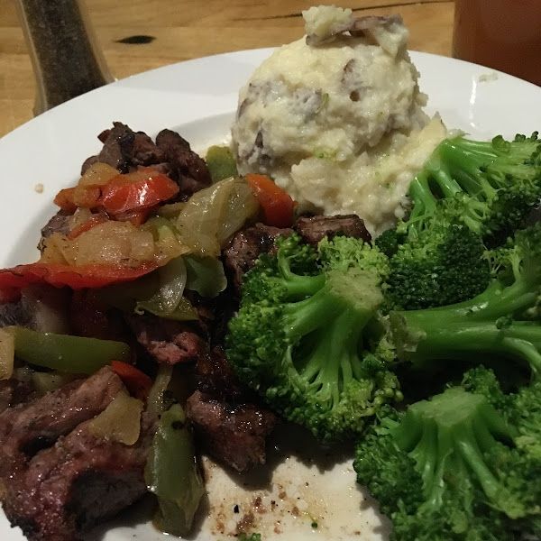 Steak tips with mashed potatoes and broccoli