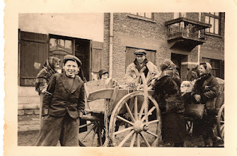 Photo: March, 1941. Milec. The Jews are buying from the farmers.