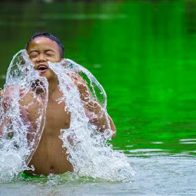 by Kesuma Wijaya - Babies & Children Child Portraits ( asahan, play the water, river )
