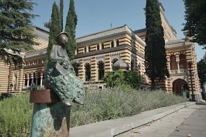 Skulptur vor der Oper in Tiflis.