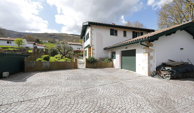 Maison contemporaine avec jardin et terrasse Ascain