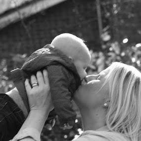 mummy's kiss by Jack Gregory - Uncategorized All Uncategorized
