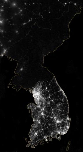 夜間の朝鮮半島の衛星写真