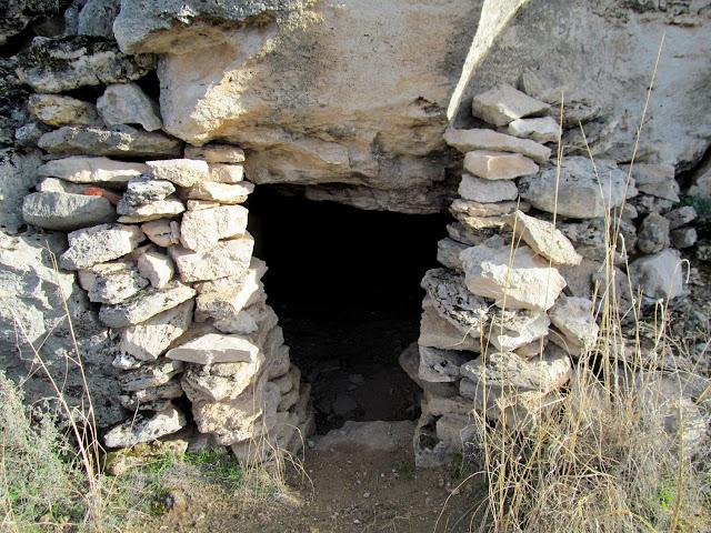 Small cave ruin