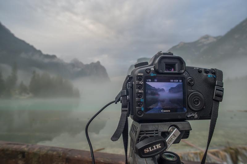 Attraverso una fotocamera di si