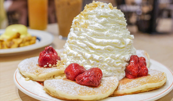 沒有很好吃…15公分超狂奶油鬆餅「Eggs 'n things 台北微風松高店」@捷運市政府站