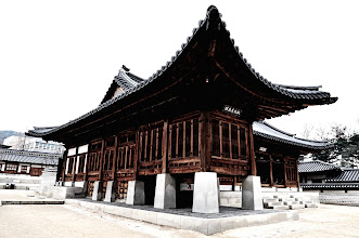 Photo: Unfortunately, there seems no documentation available to us on what building this is. It was near here when Cynthia retold the story of Queen Myeongseong's assassination by the Japanese on October 8, 1895 in this palace.