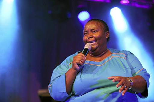 Hlengiwe Mhlaba opgeneem in die hospitaal ná ernstige padongeluk - HeraldLIVE