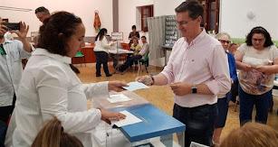 Sánchez Teruel, votando enel colegio Nuestra Señora del Milagro