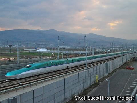 JR北海道 H5系新幹線「はやぶさ」 新函館北斗にて_01