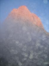 Photo: A pesar de la niebla y el orbayu, ya se ve el Picu