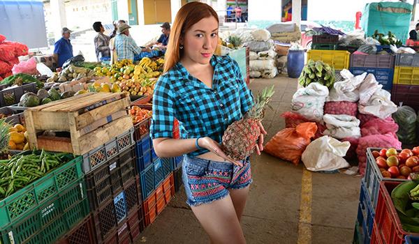 Porndoe - La pelirroja colombiana Catalina Colorado recogida del mercado y follada