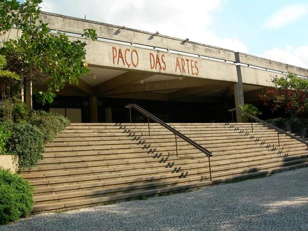 Vista da escadaria do museu em SP Paço das Artes.