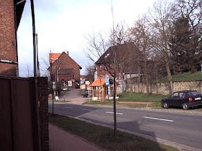 Photo: 2003 - Die Hauptstraße, im Hintergrund das Gemeindebüro an der Kantor-Buchtmann-Straße