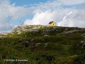 Photo: The cabin Arnahytten at Vardegga in Byfjellene, the mountains surrounding Bergen