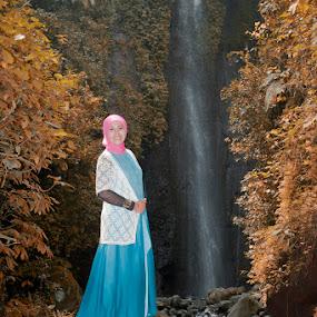 Still beautiful by Basuki Mangkusudharma - People Portraits of Women ( beautiful )