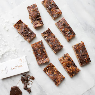 No-Bake Peanut Butter-Chocolate Chunk Granola Bars