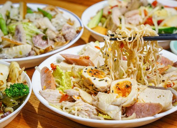 高雄最潮!創意鹹水雞可搭4種醬料~嗜辣者必選火工辣醬-鮮鹽堂泰式鹽水雞(裕誠店)