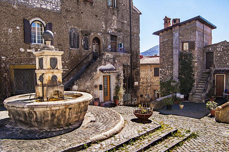 Piazza di monte Pio - Cori - LT di albertocastagnaphoto