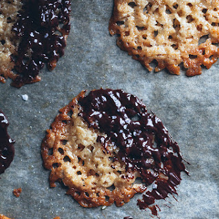 HAVREFLARN – THIN OAT COOKIES with CHOCOLATE and SEA SALT Recipe