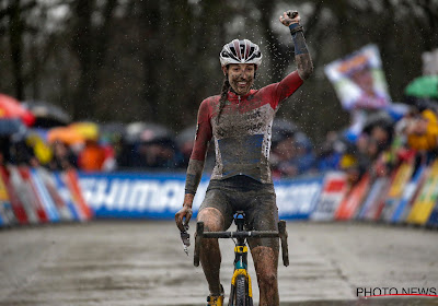 Alvarado verspeelt de eindzege in de Wereldbeker door een valpartij, Lucinda Brand wint in Hoogerheide