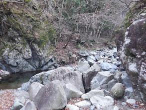 かくれ岩辺りから旧道方面を望む
