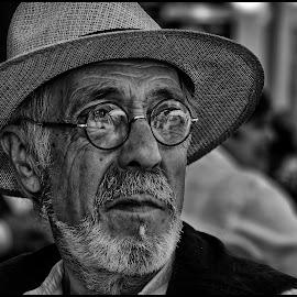 Weerspiegeling  by Etienne Chalmet - Black & White Portraits & People ( black and white, street, people, man, portrait )