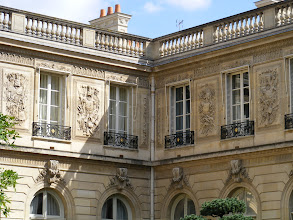 Photo: The façade of the Palace is of course in excellent condition, including the bas-relief sculptures.