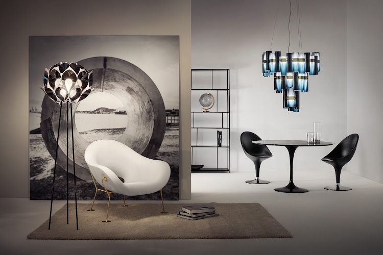 The sculptural lines of the La Lollo chandelier by L.Bozzoli for Slamp