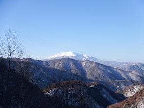 後ろには木曽御嶽山