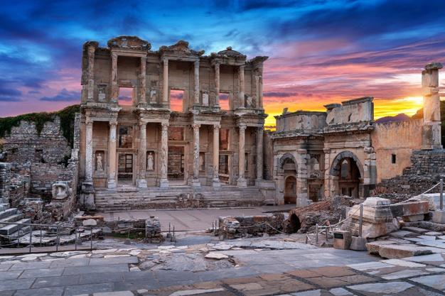 Celsus library at ephesus ancient city in izmir, turkey. Free Photo