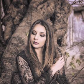 gothic queen by Alex supertramp Bukowski - People Portraits of Women ( model, gothic, mood, beauty, photography, portrait, lefotodialex, tree, thinking, d750, dark, nikon, black, hope )