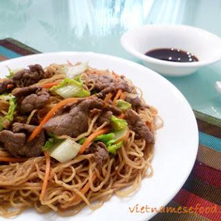 Stir-fried Egg Noodle with Beef Recipe (Mì Xào Bò)