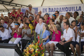 Photo: El Presidente Juan Manuel Santos y el Ministro Vargas Lleras, durante el acto de entrega de las obras. Fotografías Julián Sabogal MVCT.