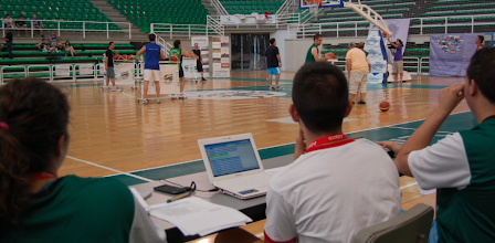 Photo: Felipe Criado, Presidente de la Asociación de Aficionados, durante su actuación en la Primera Fase, seguido desde la mesa de anotadores
