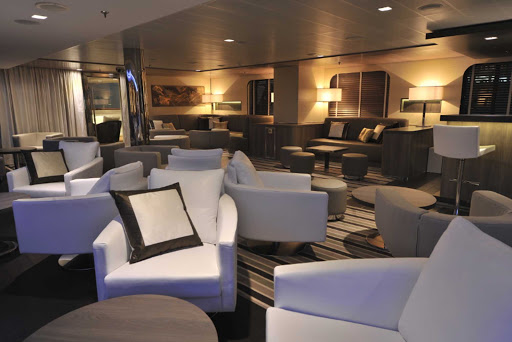 Ponant-LeBoreal-lounge.jpg - Head to the lounge on Le Boreal to relax after your visits to exotic ports of call.
