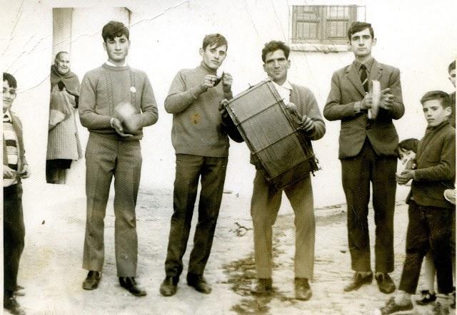Una de las últimas veces que salió la Tambora por las calles de Alboloduy en los años setenta del siglo XX.
