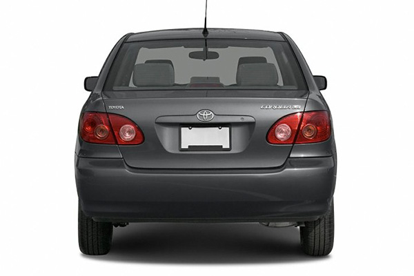 2006-Toyota-Corolla-back-view