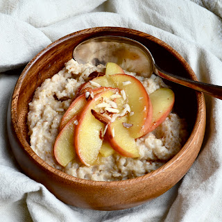 Oatmeal W/ Healthy Caramelized Apples.